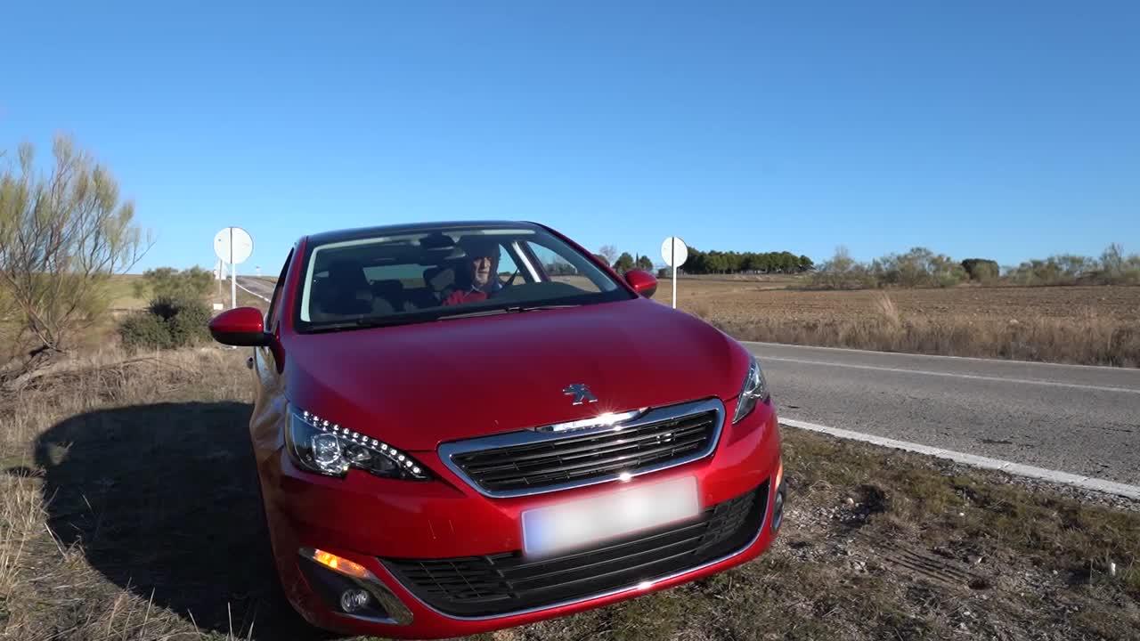 Ver vídeo / El dispositivo que acabará con los triángulos de seguridad | El Motor