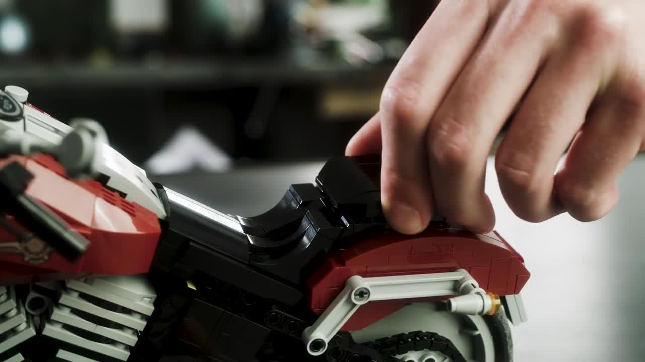 Ver vídeo / Una Harley-Davidson Fat Boy por menos de 100 euros | EL MOTOR